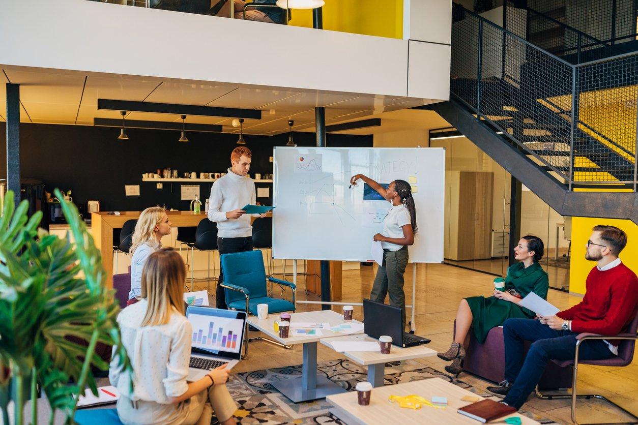 Blog image meeting w board